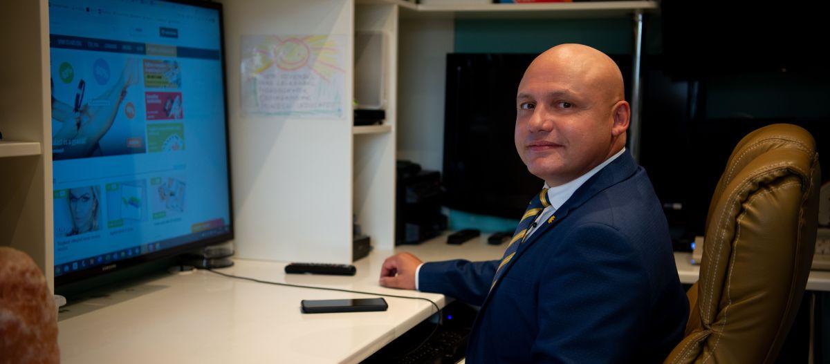 Darmos Sándor, alapító ügyvezető